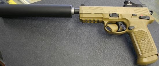 FNP-45 Tactical с установленным глушителем