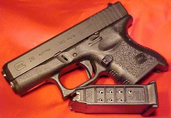 Glock 28 с отсоединенным магазином