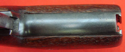 Webley & Scott M 1911 (вид на пазы в нижней части рукоятки для крепления съемного приклада)