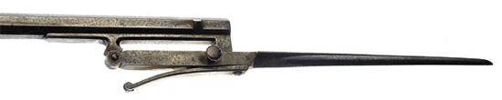 Откидывающийся штык карабина Лорона. Пружинная конструкция позволяет привести штык в «боеготовое состояние» практически мгновенно.