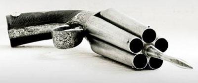 Французский пеппербокс-стилет XIX века из коллекции Тульского музея. Схема пеппербокса позволяла «окружить» стволами любую круглую или многогранную трубку