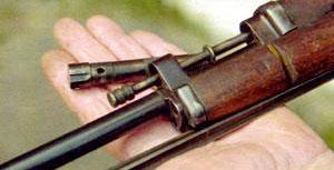 Газовая камера М1944 ввинчивается в прилив ствола, служащий передним упором для ствольной накладки.