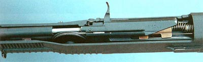 Вид сверху на кожух автомата с размещенным в нем стреляющим агрегатом