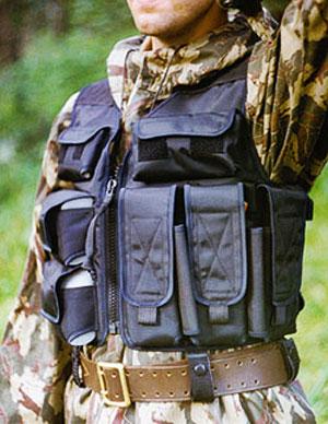 Жилет Тарзан М21. Видно рациональное размещение снаряжения, чистые плечи, крупную молнию с удобным хвостом, а также элементы соединения с тактическим ремнем.