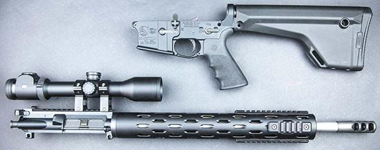 Для транспортировки и обслуживания винтовки AR-15 разбираются на две части — подобно классическим охотничьим «переломкам»