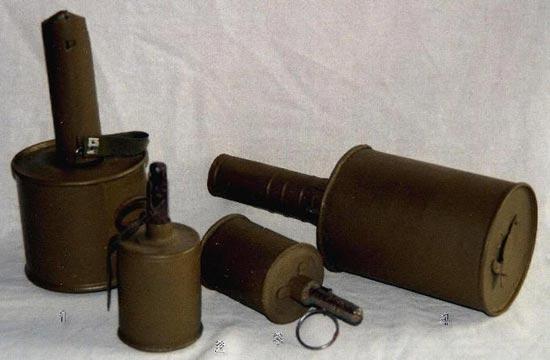 1. - Советская ручная противотанковая граната РПГ - 40 2,3. - Советская ручная наступательная граната РГ - 42, первых выпусков и основной серийный образец 4. - Советская противотанковая граната РПГ - 41 (Ворошиловский килограмм)