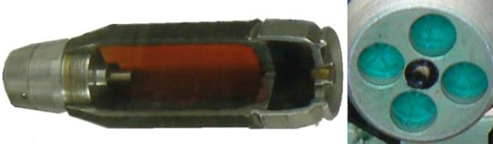 40-мм безгильзовая граната 7П39 - вид в разрезе и вид на донную часть (в центре капсюль и четыре окна для выхода пороховых газов, закрытых герметичными мембранами)