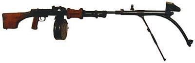 7,62-мм <a href='https://arsenal-info.ru/b/book/3005399322/55' target='_blank'>ручной пулемет Дегтярева</a> РПД с искривленным стволом-насадкой на 45 градусов. Опытный образец