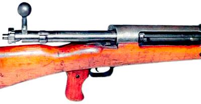 Открытый затвор ПТР Mauser T-Gewehr (хорошо видны два боевых упора в тыльной части, имевшиеся, наряду с двумя упорами в передней части)