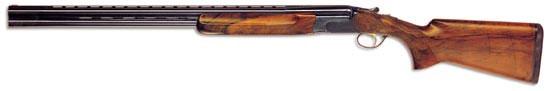 Ружьё МХ8 фирмы Perazzi. Модель специально предназначенная для спортинга. Ружьё оснащено селективным ударно-спусковым механизмом и сменными чоками. Быстросъёмный ударно-спусковой механизм ружья смонтирован на отдельном основании и при поломке может быть оперативно заменён на исправный