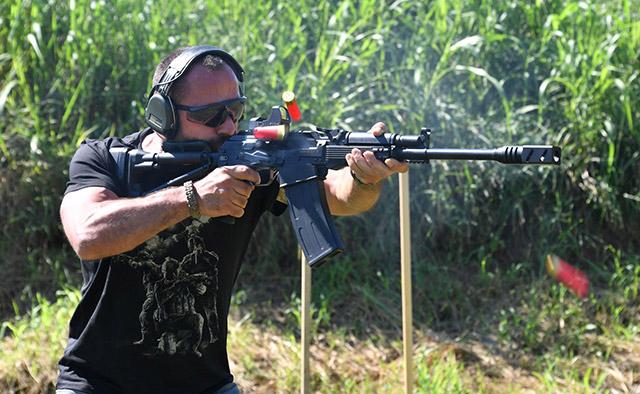 В руках эксперта Сайга 12 обретает по истине впечатляющую скорость стрельбы
