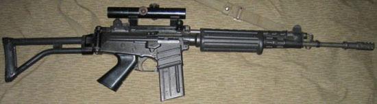 FN CAL со складным прикладом и установленным оптическим прицелом