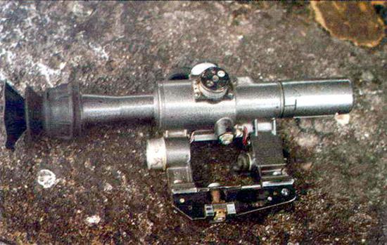 Прицел оптический снайперский ПСО-1. кроме штатного использования во многих «горячих» точках применяется и на автоматах и пулеметах, имеющих планку крепления ночного прицела