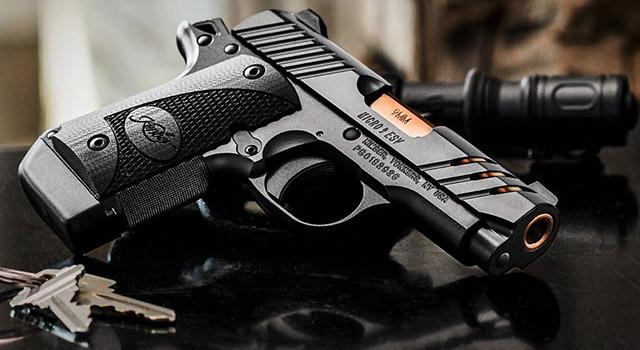 Пистолет Kimber ESV Black: золотой ствол просвечивает через отверстия в затворе