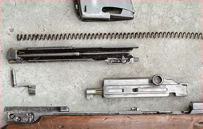 Общий вид деталей при частичной разборке винтовки