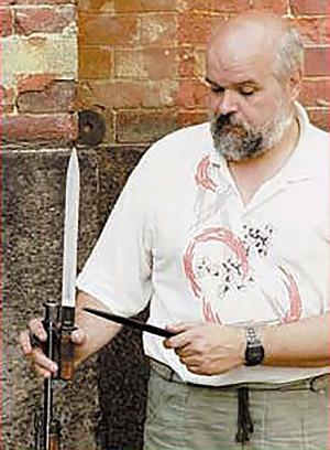 АВС-36 оснащалась отъёмным клинковым штыком. На снимке с винтовкой хранитель фонда отечественного оружия ВИМАИВиВС Пётр Горегляд