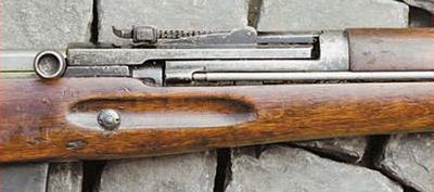 Прицельная колодка АВС-36 насаживалась на казённую часть ствола. Шомпол винтовки располагается с правой стороны ложи