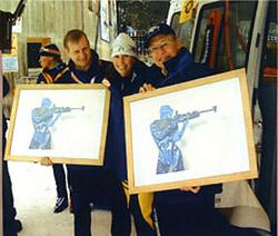 Магдалена Форсберг вручает Петеру Фортнеру и Дитеру Аншутцу памятные подарки по случаю завершения своей спортивной карьеры, Рупольдинг, 2003 год