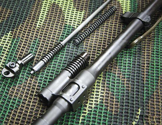 Одно из ключевых отличий ACR от AR-15 — газовый поршень с коротким рабочим ходом вместо системы непосредственной подачи газов в ствольную коробку