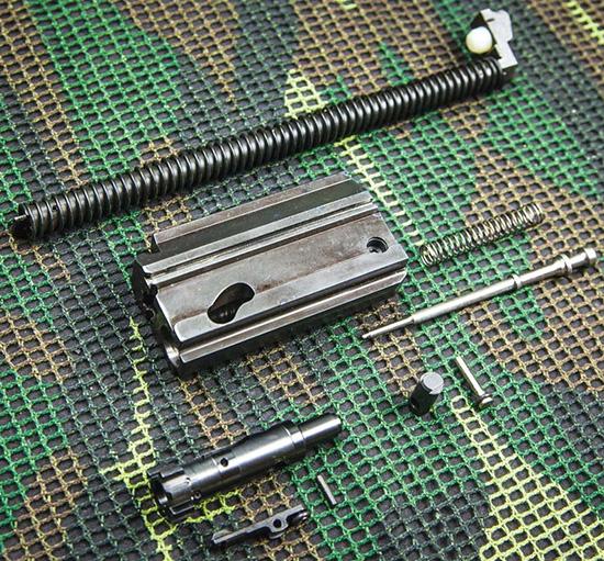 Без всяких инструментов затвор ACR легко разбирается на отдельные элементы для чистки и обслуживания