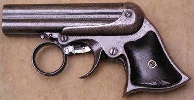 Дерринджер Remington-Elliot, имеющий 4 ствола калибра .32RF и характерный кольцевой спусковой крючок. Конец XIX века