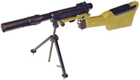 Гранатомет-пистолет «Дятел» / изделие «Д» в положении для стрельбы гранатой с установленой регулируемой сошкой и гранатометным прицелом