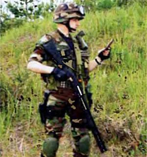 Ремень РРТ. Оружие (магазинное ружье МР-133) находится на груди диагонально в положении готовности, затылком приклада у плеча стрелка. Также может располагаться и автомат
