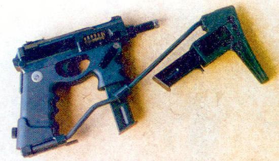 «Бушмен» – 9-мм индивидуальное оружие обороны может использоваться в качестве ОС, но без приклада с держателем для запасного магазина, показанного на снимке, если он будет легче. Во всяком случае, в первую очередь ему нужен изготовитель