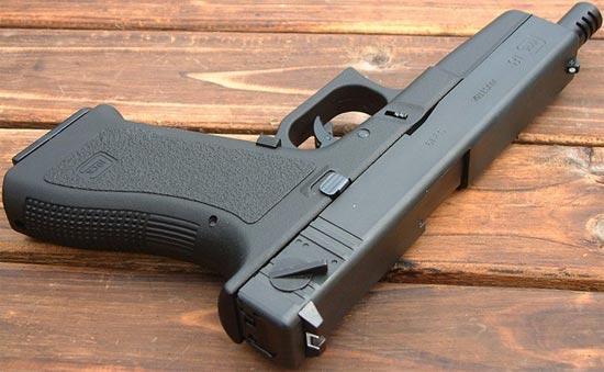 Glock 18 с удлиненным до 149 мм стволом с интегрированным компенсатором
