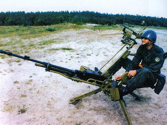 12,7-мм крупнокалиберный пулемет НСВ-12,7 «Утес» на зенитном станке-треноге 6У6 в <a href='https://arsenal-info.ru/b/book/3477006240/5' target='_self'>положении для стрельбы</a> сидя