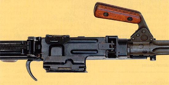Вид сверху на ствольную коробку с приемником 7,62-мм единого пулемета Никитина-Соколова. Опытный образец 1958 г.