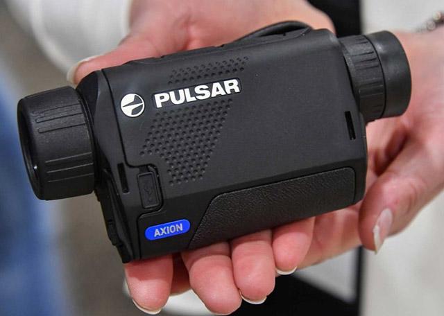 Материал корпуса тоже модернизирован за счёт применения композитного технополимера, используемого в большинстве оптронных устройств от Pulsar с добавкой магниевого сплава, для повышения прочности и легкости