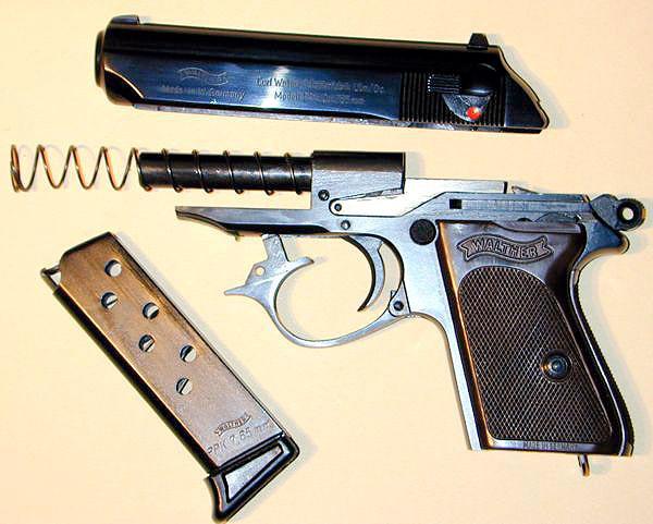 Пистолет «Вальтер» ППК разобран