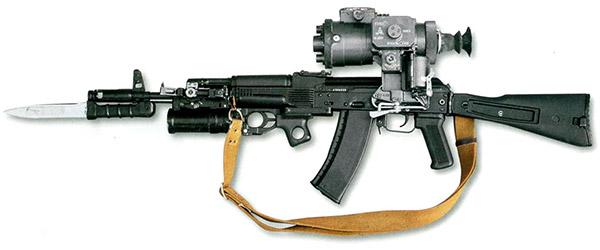 Автомат АК-74М с ночным прицелом НСПУ-3, подствольным гранатометом ГП-25 и с примкнутым штык-ножом
