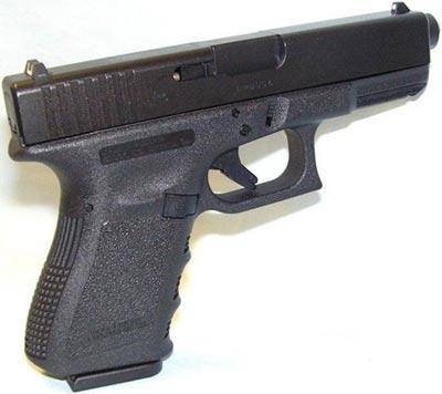 Glock 23 хорошо видны прицельные приспособления