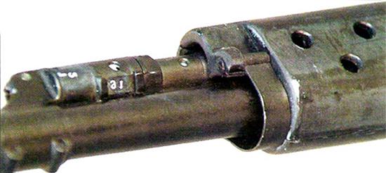 Газовый двигатель СВК оснащен регулятором. Хорошо видна «изолированность» ствола от цевья