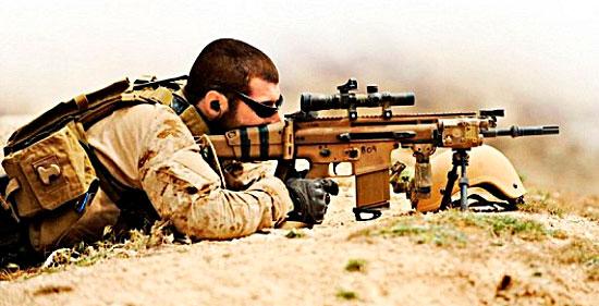 Боец SAS со SCAR-H