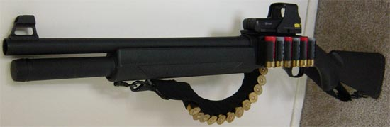 FN SLPS (Self Loading Police Shotgun) с установленным коллиматорным прицелом