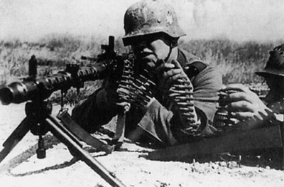 Германский пулеметный расчет с ручным пулеметом МG.34. Франция. Май 1940 года