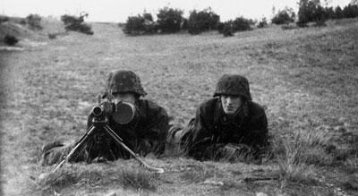 Пулеметный расчет ручного пулемета МG.34. 1942 год