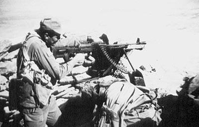 Советский пулеметчик ведет стрельбу из единого пулемета ПК