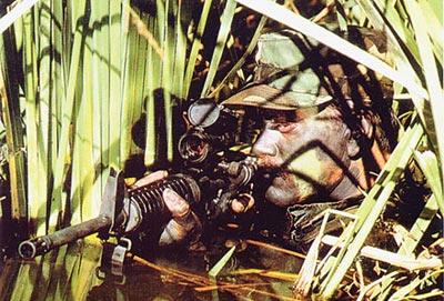 Американский солдат со штурмовой винтовкой М 16А2