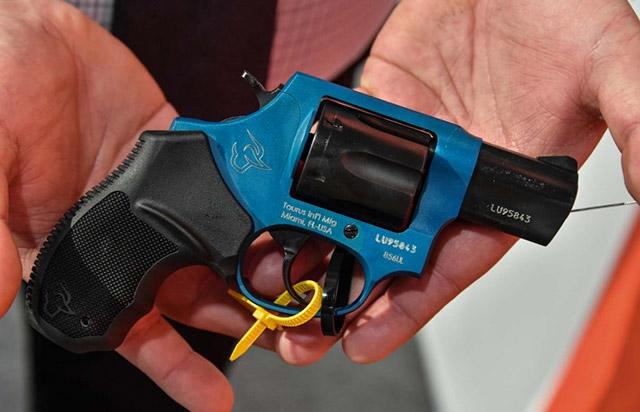 Револьвер 856 Ultralight с рамкой из алюминия в лазурном цвете