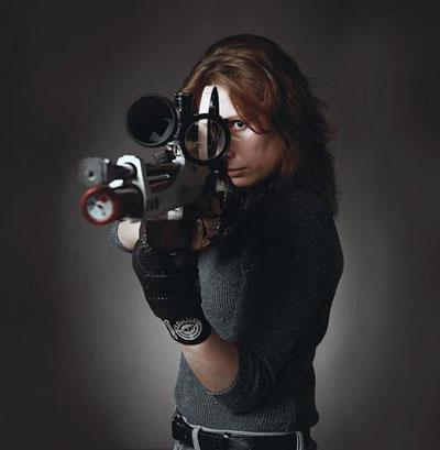 Наша гордость, чемпионка мира 2006 по Field Target Галина Якушина. Положение стоя, пожалуй, самое эффективное для фотографии, но наименее удобное для точного выстрела