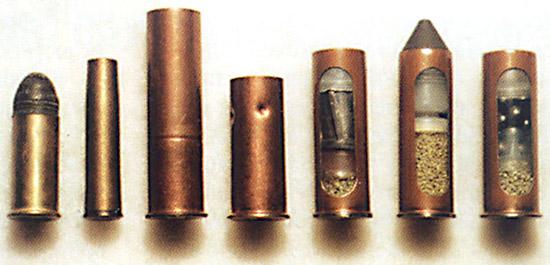 Револьверные патроны (слева направо): .42 Смит и Вессон Русский; 7,62х38R Наган; 12,3х50; 12,3х35; 12,5×40 со свинцовой пулей; 12,5×40 дробовой; 12,5×40 со стальной пулей