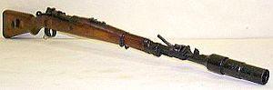 германский карабин Mauser K98k периода Второй Мировой войны с надетым на ствол винтовочным гранатометом