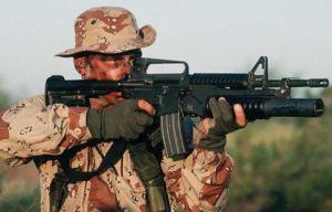 Американский солдат с карабином M4, оснащенным 40мм подствольным гранатометом М203