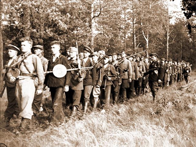 Партизанская рота на марше