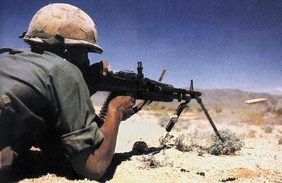 Экстракция стреляных гильз при стрельбе из американского единого пулемета М 60
