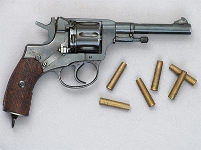 7,62-мм револьвер Наган обр. 1895 года с револьверными патронами